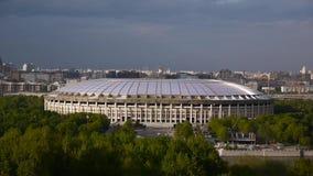 Vista allo stadio di Luzhniki dalle colline del passero Mosca, Russia La fucilazione dei 23 può 2017 Fucilazione in tempo reale video d archivio