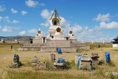 Vista allo stupe nel monastero di Erdene Zuu in Kharkhorin, Mongolia immagine stock