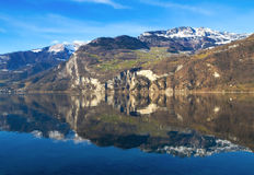 Vista alpina do lago Walensee em Switzerland Imagem de Stock