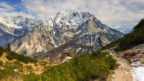 Vista alpina nelle vicinanze del passaggio Vrsic Immagini Stock