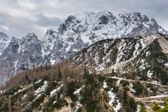 Vista alpina nelle vicinanze del passaggio Vrsic Immagini Stock Libere da Diritti