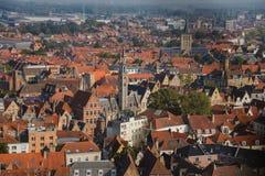 Vista alta aos telhados de Bruges fotos de stock