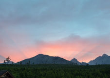 Vista alta di tramonto di estate di Tatras (Slovacchia). Immagine Stock