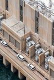 Vista alta vicina della centrale elettrica sulla diga di aspirapolvere Fotografie Stock