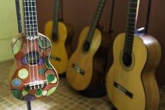 Vista alta vicina delle ukulele fotografia stock libera da diritti