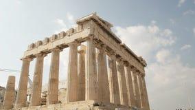 Vista amplia del parthenon en la acrópolis en Atenas, Grecia almacen de metraje de vídeo
