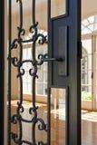 Vista angulosa de una maneta de puerta Fotos de archivo libres de regalías