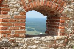 Vista antica della finestra della parete fotografia stock libera da diritti