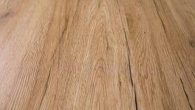 Vista anticipada cercana del piso de madera liso acabado con estilo moderno y los colores naturales claros más finos del verraco  metrajes