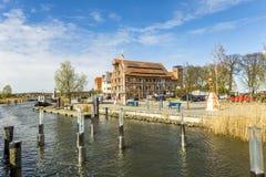 Vista ao beira-rio da vila velha de Wolgast fotos de stock royalty free