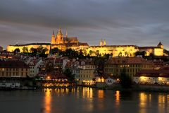 Vista ao castelo de Praga Fotos de Stock
