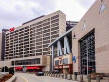 Vista ao centro e ao Philips Arena do CNN fotos de stock royalty free