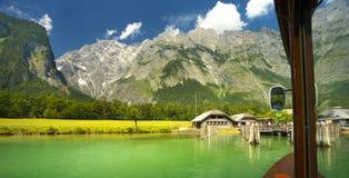 Vista ao groupe de Watzman do lago de Königsee Imagens de Stock Royalty Free