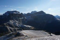A vista ao grupo de Sella e o pordoi repicam após a queda de neve Fotografia de Stock Royalty Free