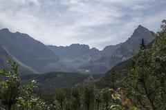Vista ao Koscielec-pico nas Tatra-montanhas Foto de Stock