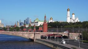 Vista ao Kremlin de Moscou centro de cidade R?ssia video estoque