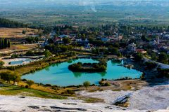 Vista ao lago do terraço em Pamukkale Imagens de Stock