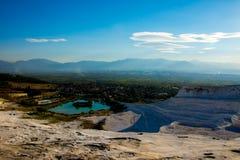 Vista ao lago do terraço em Pamukkale Imagens de Stock Royalty Free