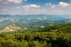 Vista ao leste das montanhas e dos vales do botão Spruce, Virgin ocidental fotografia de stock