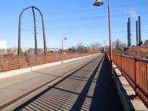 Vista ao longo da ponte fotografia de stock