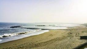 Vista ao longo da praia Fotos de Stock Royalty Free
