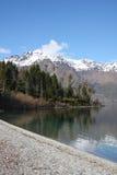 Vista ao longo do lago Wakatipu em Nova Zelândia Imagens de Stock Royalty Free
