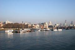 Vista ao longo do rio Tamisa Imagem de Stock