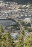 Vista ao oeste através de Bergen da montanha de Fløyen imagem de stock