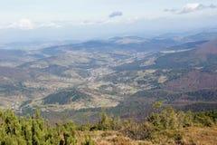 Vista ao Polônia da inclinação do hora de Babia 1725 m, Orava Foto de Stock Royalty Free