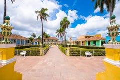 Vista ao quadrado principal do ` s da cidade, Trinidad, Sancti Spiritus, Cuba Copie o espaço para o texto fotos de stock royalty free