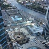 Vista ao rio e à cidade de Moscou dos raspadores do céu da cidade de Moscou imagens de stock royalty free