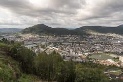Vista ao sul de Bergen da montanha de Fløyen imagens de stock royalty free