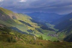 Vista ao Zillertal em cumes austríacos Foto de Stock Royalty Free