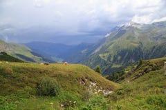 Vista ao Zillertal em cumes austríacos Fotografia de Stock