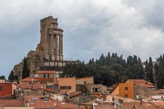 Vista aos telhados da vila de Turbie do La, Provence imagem de stock