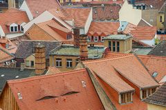 Vista aos telhados de telha vermelha das construções velhas em Meissen, Alemanha Foto de Stock