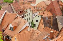 Vista aos telhados de telha vermelha das construções velhas em Meissen, Alemanha Imagem de Stock