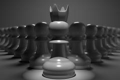 vista aperta di fine della rappresentazione 3D di scacchi del pegno con giù luce sul capo davanti loro in carta da parati scura d Fotografia Stock