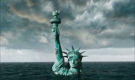Vista apocalittica dell'acqua Vecchia statua della libertà in tempesta 3d rendono Immagine Stock