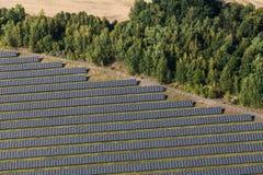 Vista aérea da planta de energias solares Imagem de Stock