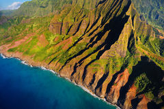 Vista aérea de la costa espectacular del Na Pali, Kauai Imágenes de archivo libres de regalías