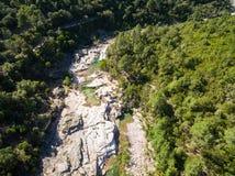 Vista aérea de la piscina natural de Cavu cerca de Tagliu Rossu y de Sainte L Foto de archivo libre de regalías