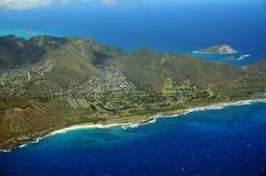 Vista aérea de las montañas de Sandy Beach y de Koolua en los eas del sur Imagenes de archivo