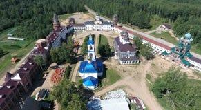 Vista aérea del monasterio de las mujeres de Nicolás del santo en Solba, Yaroslavl Imagen de archivo libre de regalías