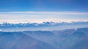 Vista aérea dos Andes peruanos, tiro do avião Cordilheira e geleiras da alta altitude Fotografia de Stock Royalty Free