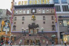 Vista ascendente cercana de la fachada de nueva Victory Theater Fondos hermosos Nueva York EE.UU. imagenes de archivo
