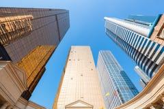 Vista ascendente da construção moderna Fotografia de Stock Royalty Free