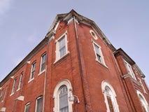 Vista ascendente de um edifício de tijolo vermelho Fotografia de Stock