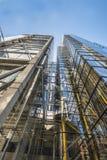Vista ascendente dei grattacieli moderni nella città di Londra Immagine Stock
