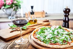 Vista ascendente próxima no almoço italiano tradicional imagens de stock royalty free